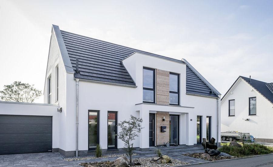 Zeitlos, modern und symmetriebetont präsentieren sich diese Einfamilienhäuser