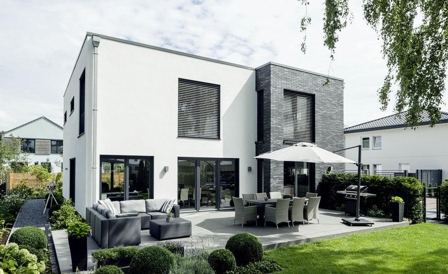 Klare Linien und Zweigeschossigkeit prägen unsere Einfamilienhäuser in zeitloser und immer moderner Bauhaus-Architektur.
